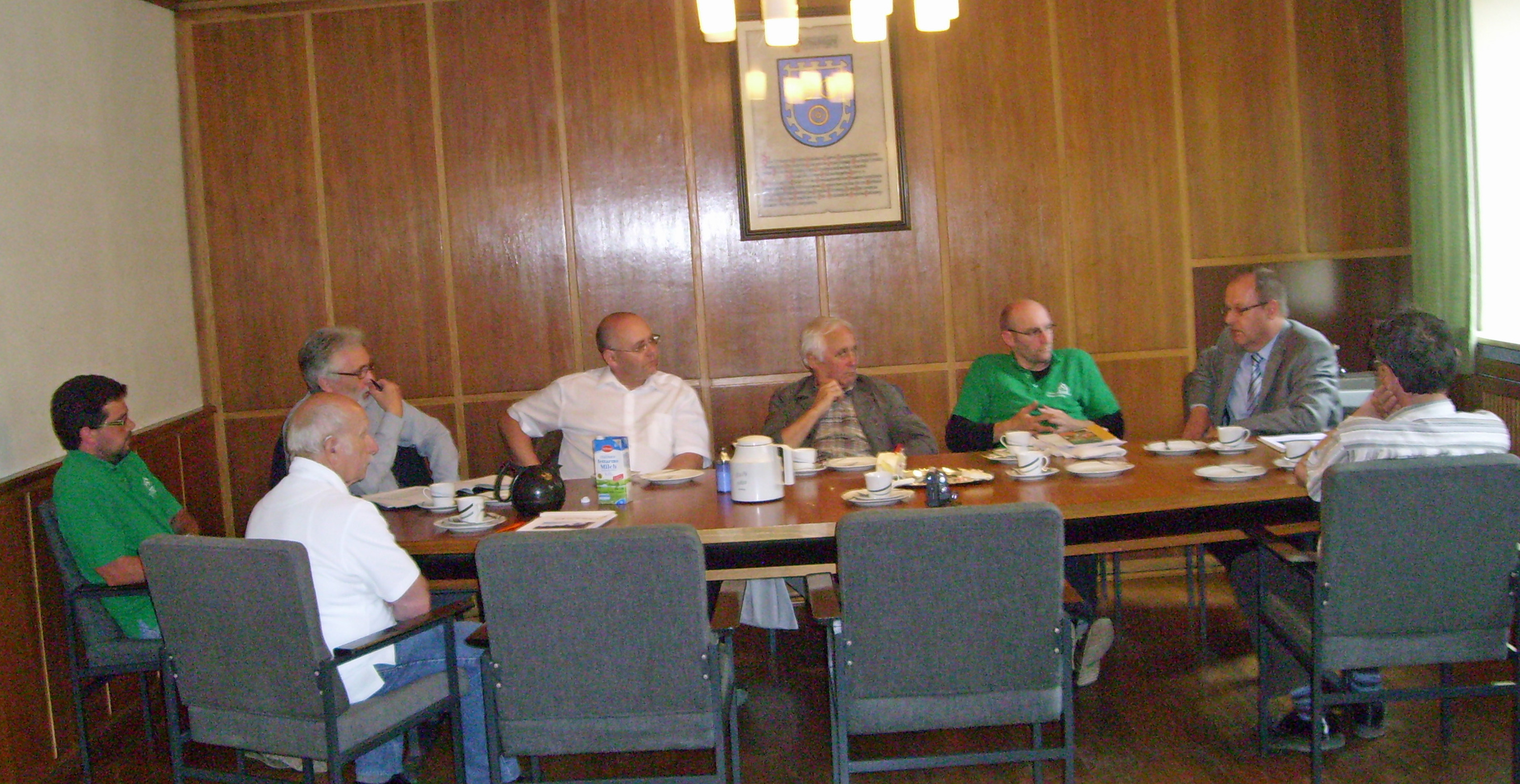 Bürgermeister Hengstler und Ortsvorsteher Huber stellen der Kommision die Stadt Geisingen und den Stadtteil Gutmadingen vor
