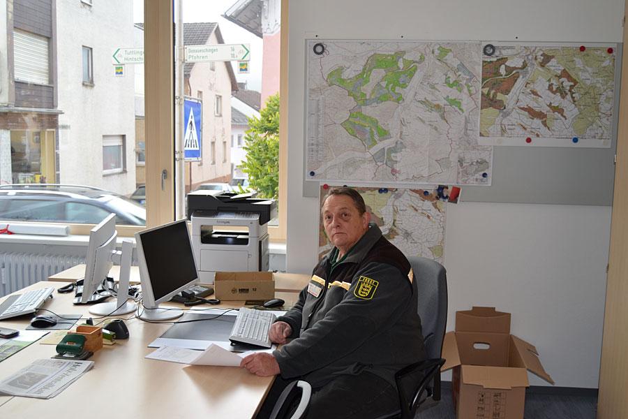 Revierleiter Karl-Ernst Rapp im neuen Büro