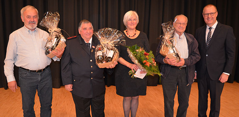 Emil Kramer, Giuseppe Papagno, Marianne Engbers, Friedrich Widmann und Bürgermeister Walter Hengstler