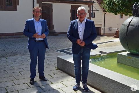 Bürgermeister Martin Numberger und Guido Wolf MdL auf dem Rathausplatz