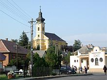Blick auf eine Kirche in Gyöngyöstarján