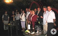Besucher im Weinkeller