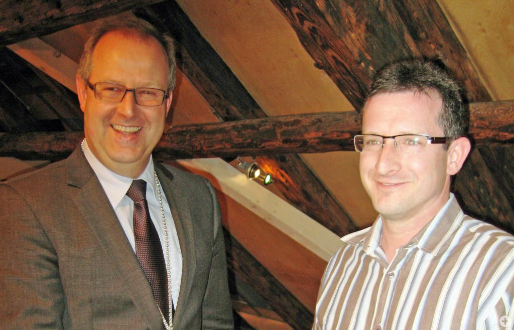 Bürgermeister Walter Hengstler vereidigt Thomas Volk als Stadtrat