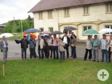 Die Mitglieder des Technischen Ausschuss begutachten den Geisinger Friefhof und die neue Fläche
