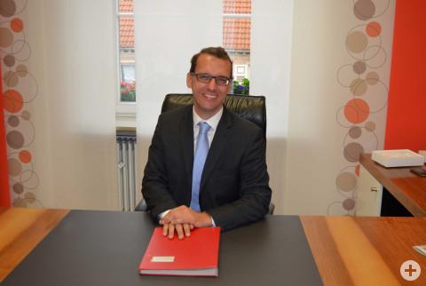 Bürgermeister Martin Numberger am Schreibtisch